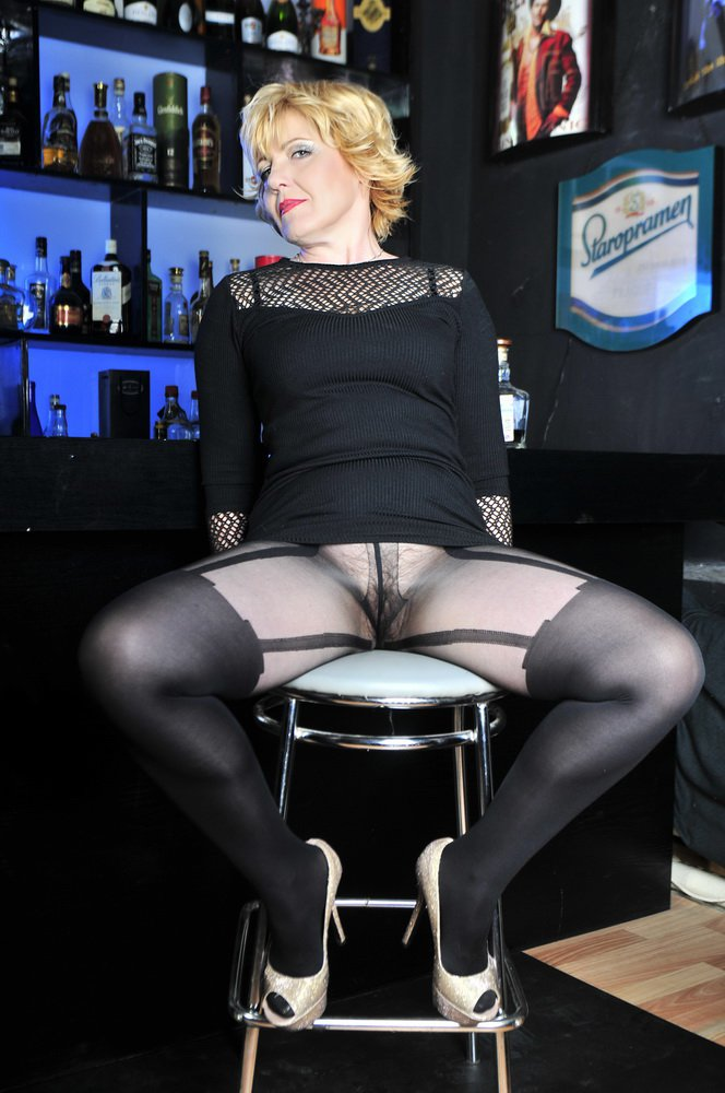 Снять проститутку Яна, Array, у метро , в районе