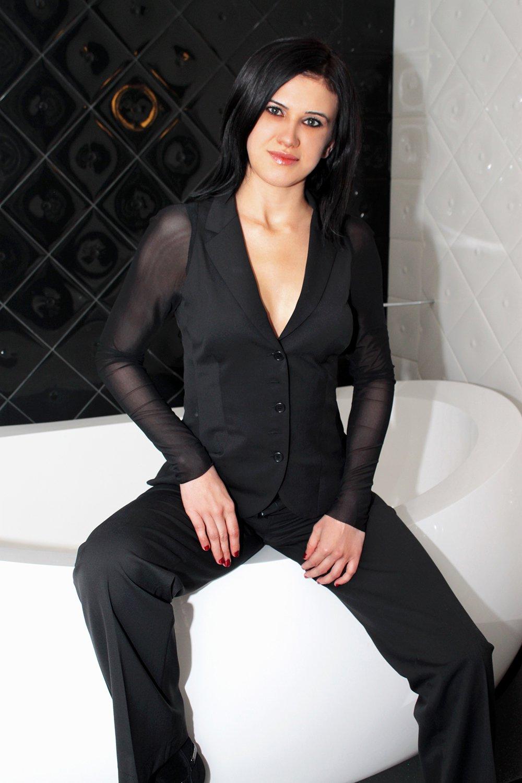 Снять проститутку Александра, Array, у метро , в районе