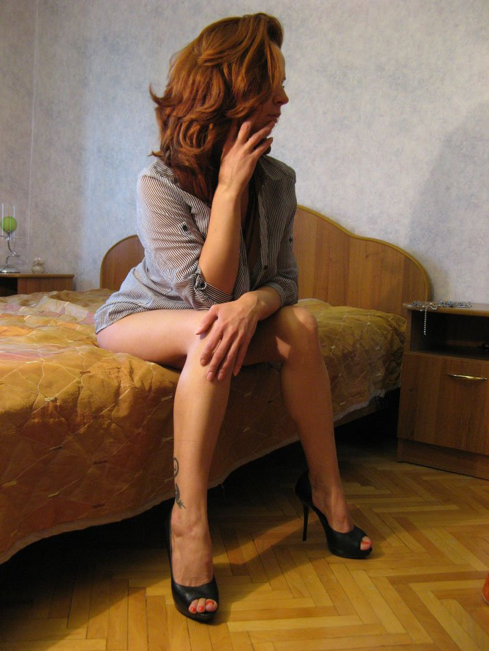 Снять проститутку Кира, Array, у метро , в районе