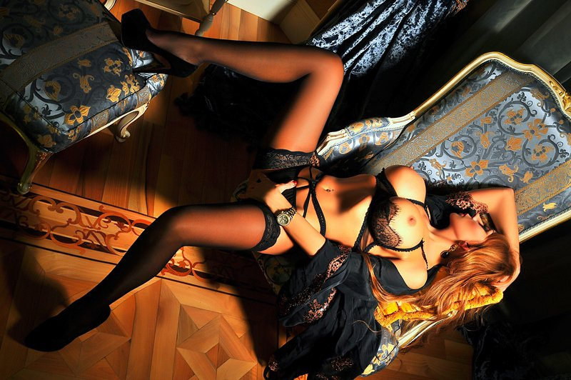 Снять проститутку Алла, Array, у метро , в районе