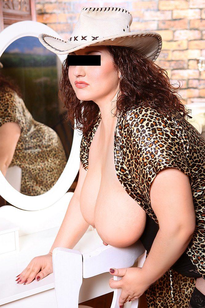 Снять проститутку Валентина, Array, у метро , в районе