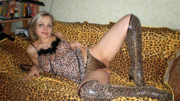 Снять проститутку Карина, , у метро , в районе